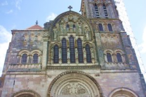 Entdeckungsreise-Burgund-Portal der Kathedrale in Vézelay