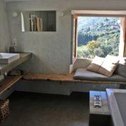 Cote Azur-Badezimmer mit Aussicht in der ehemaligen Schaeferei
