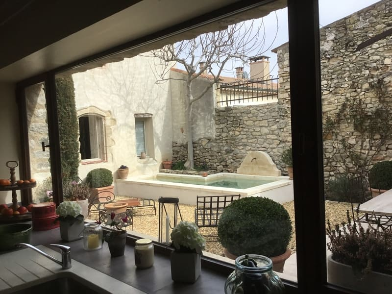 Provence Rundreise-Innenhof des Steinhauses