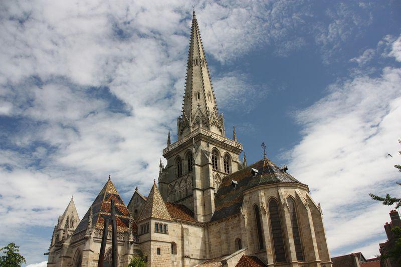 wandern und wein-autun-kathedrale