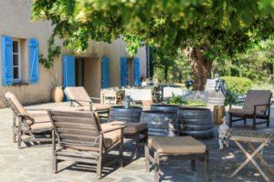 Hof des Weinguts auf Ihrer Provence mit Kindern Reise