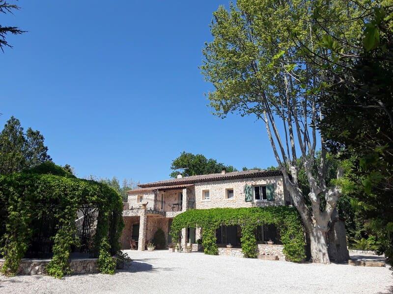 cote dazur-provenceLandhaus bei Avignon